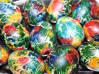 Oua curcubeu reteta pentru Paști ouă fierte vopsite colorate rosu galben verde albastru retete aperitive mancare inviere Paște,