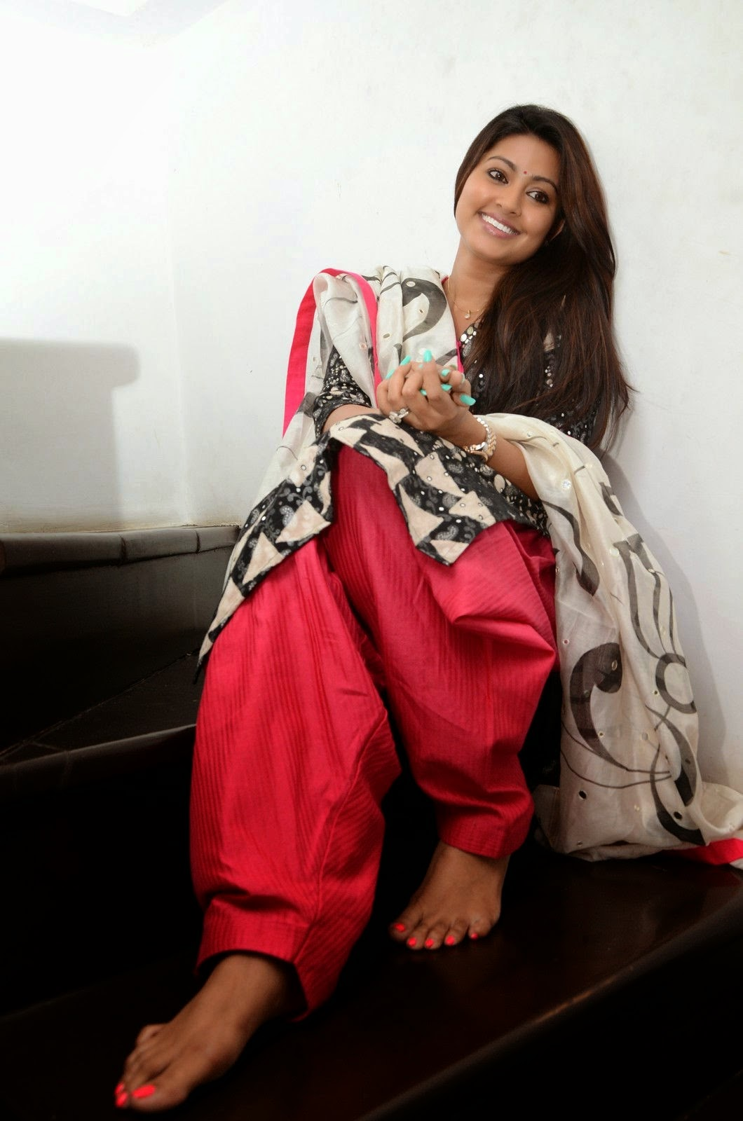 Sneha latest wallpapers after marriage - Indian Cinema Gallery