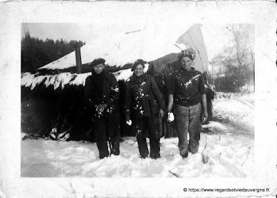 Photo noir et blanc : militaires