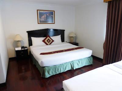 Habitación Hotel Admiral Suites, Bangkok, Tailandia, La vuelta al mundo de Asun y Ricardo, vuelta al mundo, round the world, mundoporlibre.com