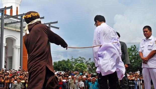 36 Orang Pelaku Judi di Aceh Barat Dicambuk