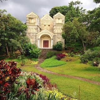 taman wisata replika bangunan klasik eropa