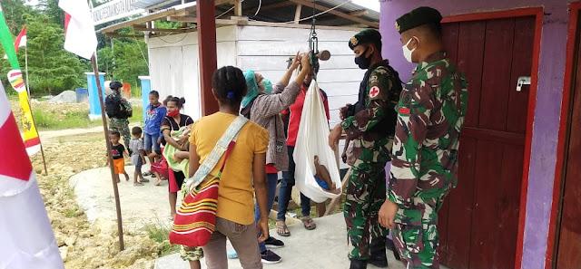 Satgas Yonif 413 Kostrad Bantu Posyandu di Papua
