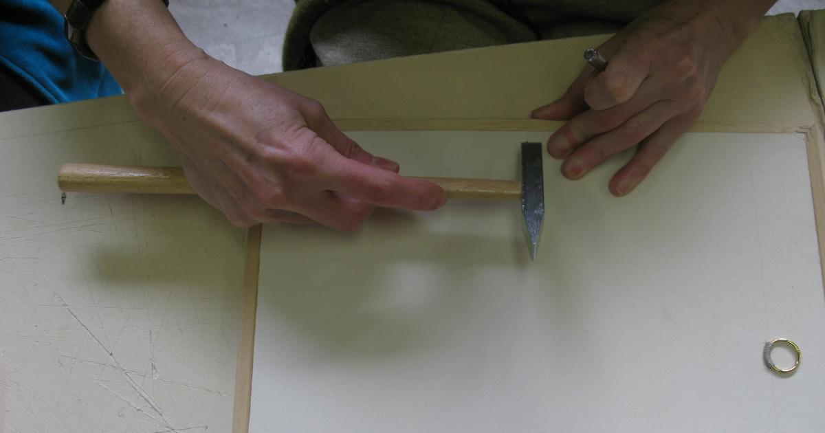 le lundi du carton l 39 art de finir un cadre le pointage le chasse clous le kraftage. Black Bedroom Furniture Sets. Home Design Ideas