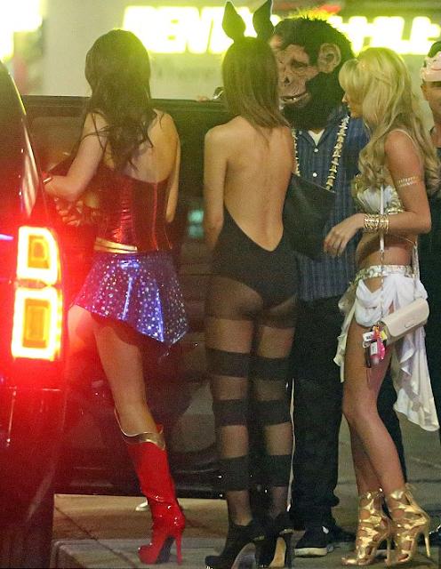 DiCaprio con máscara de chimpancé se lleva las chicas bellas