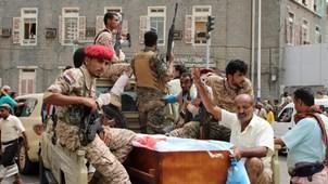 هل يثبت سقوط عدن رؤية الجيش واللجان؟