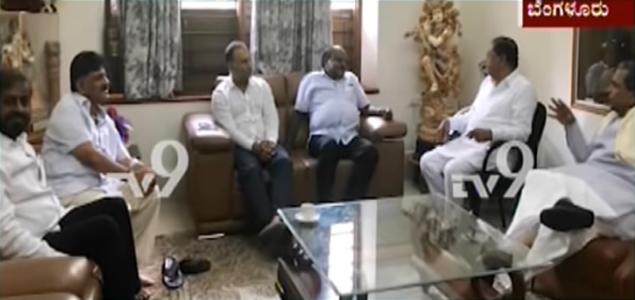 CM-Kumaraswamy-Meets-Siddaramaiah