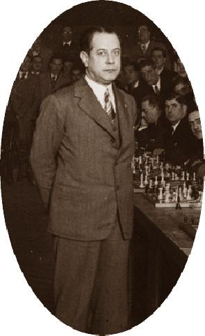 Capablanca en unas simultáneas de ajedrez en Barcelona en 1935