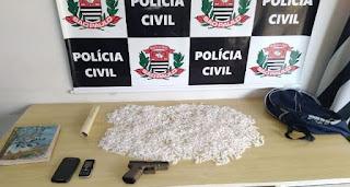 POLÍCIA CIVIL DE REGISTRO-SP PRENDE UMA TRAFICANTE E APREENDE UM ADOLESCENTE