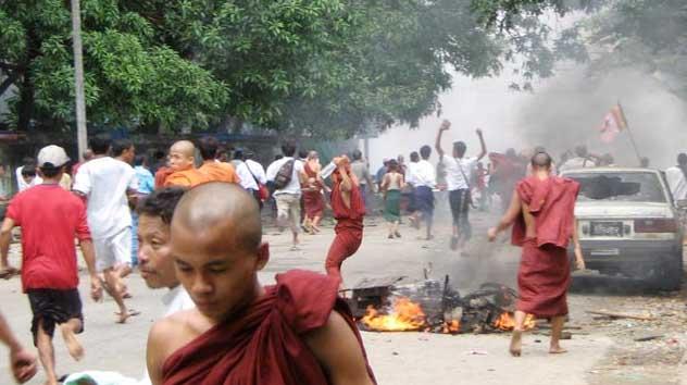 Jika Teroris BIKSU Budha Myanmar Tak Sama Budha Indonesia, Lantas Kenapa Teroris ISIS Dituduh Sama dengan Islam?