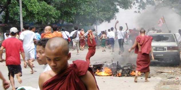 Jika Teroris BIKSU Budha Myanmar Tak Sama Budha Indonesia, Maka Teroris ISIS Juga Tak Sama dengan Islam