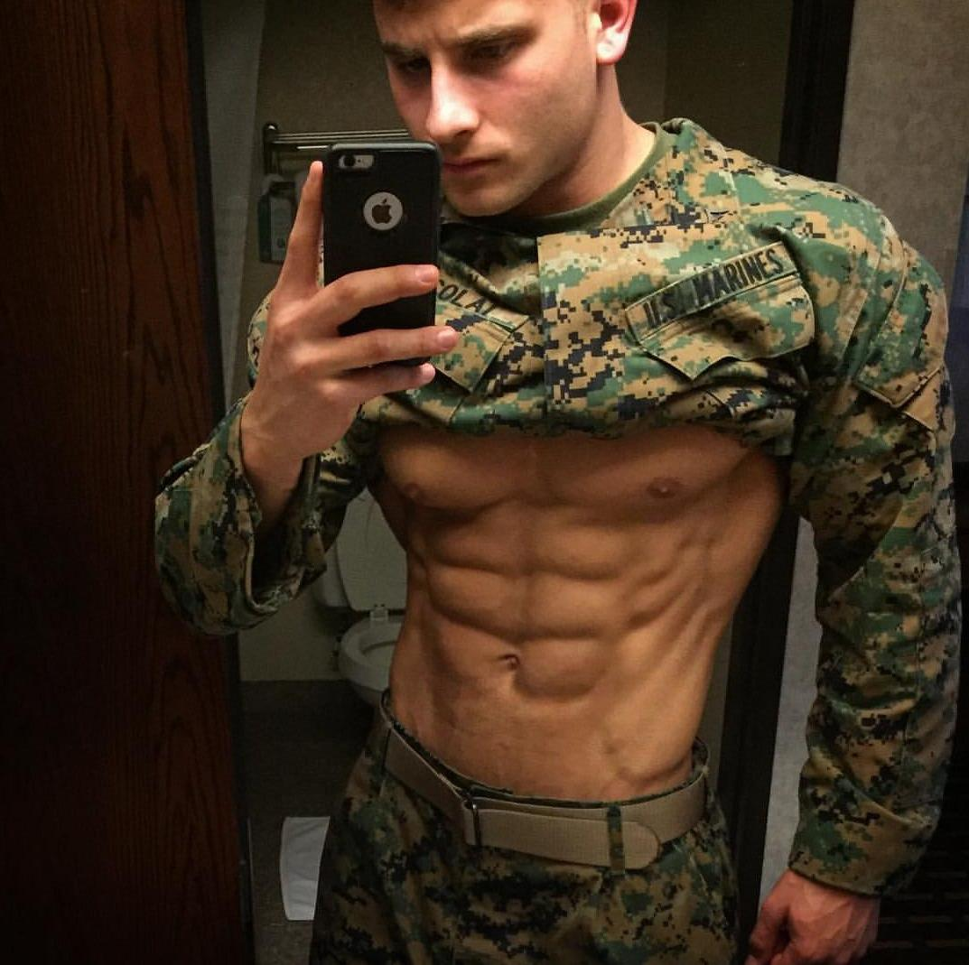 hot-ripped-body-male-soldier-uniform-sixpack-abs-selfie