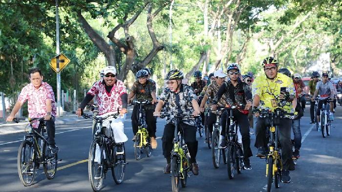 Hari Batik Nasional di Bantaeng Dirayakan Dengan Gowes