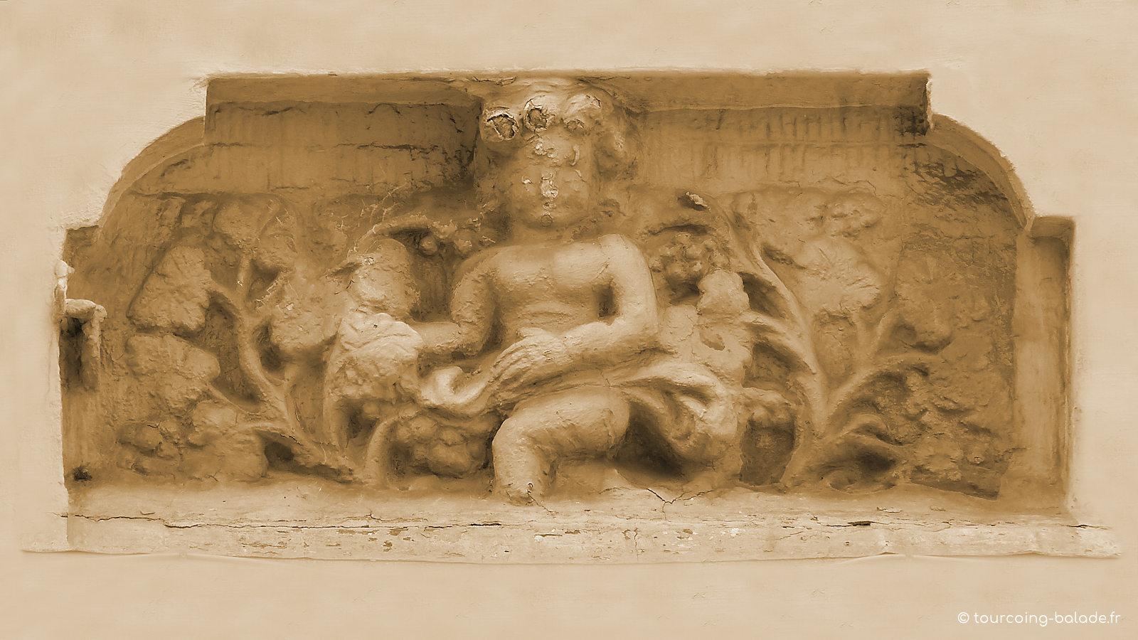Maison des Quatre Saisons, niche 3 - Tourcoing Grand Place.