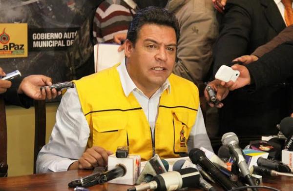2016: Conferencia de prensa del Alcalde Luis Revilla firma convenio con choferes sobre incremento de pasajes