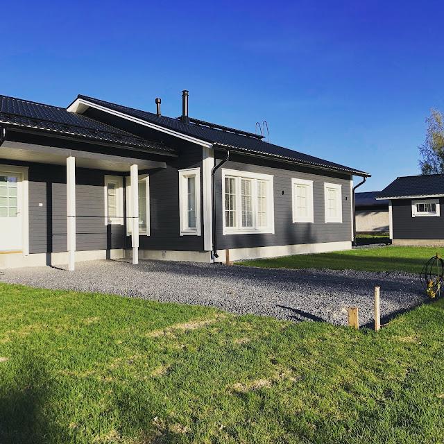 jukkatalo, terassin suunnittelu, pihasuunnitelma, siirtonurmi, vihermatto, omakotitalo, rakennusblogi, ruukki, peltikatto, piklas, kattoturvatuotteet,ikkunaristikot