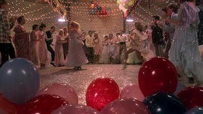escena del baile en el granero