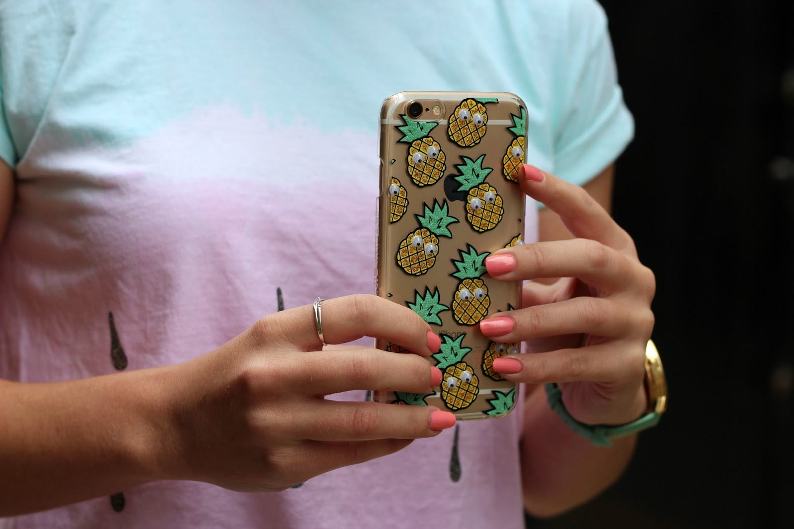 skinny-dip-london-pineapple-phone-case