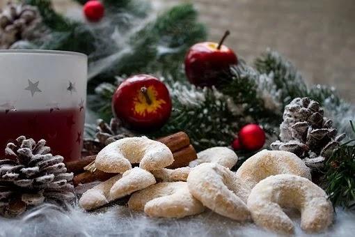 Christmas Cookies: Vanillekipferl - Vanilla Crescents