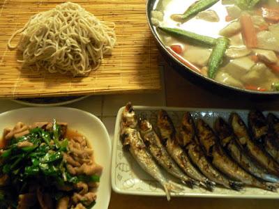 夕食の献立 献立レシピ 飽きない献立 津久井湖御膳 高級蕎麦せき麺 もつニラ炒め 赤目芋鍋 メザシ