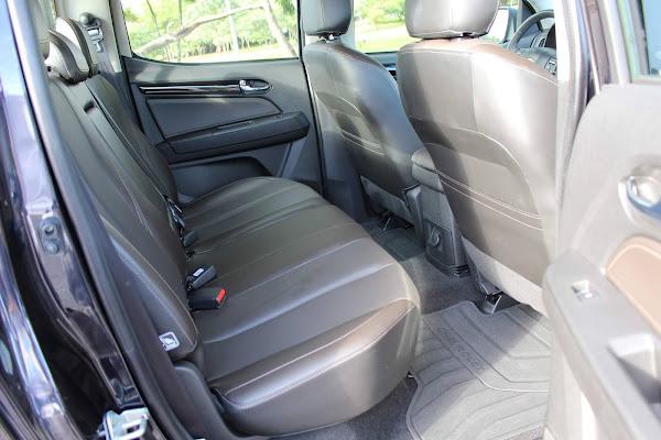 Chevrolet S-10 High-Country 2021 - espaço traseiro