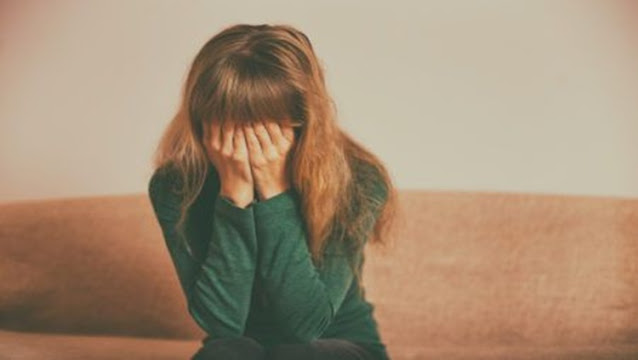 Adolescente é abandonada na rua após recusar participar de 'festinha sexual'