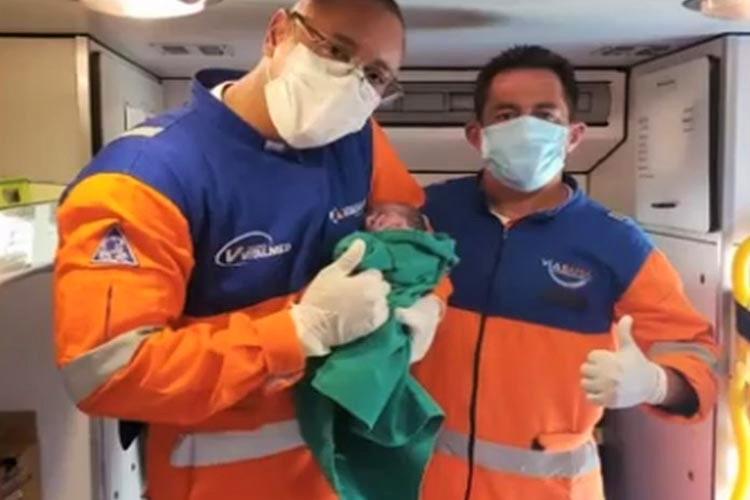 Adolescente dá à luz dentro de ambulância de resgate na BR-116, em Vitória da Conquista