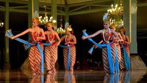 Masyarakat Jawa populer dengan kelembutan dan keluwesannya dalam bertingkah laris Materi Sekolah |  Tari Gambyong