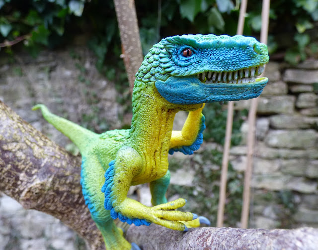 dinosaur facts, dinosaur toys