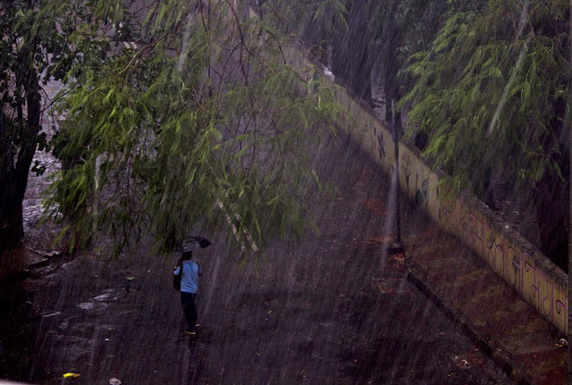 rains, heavy downpour, bandra east, mumbai, incredible india, windy,