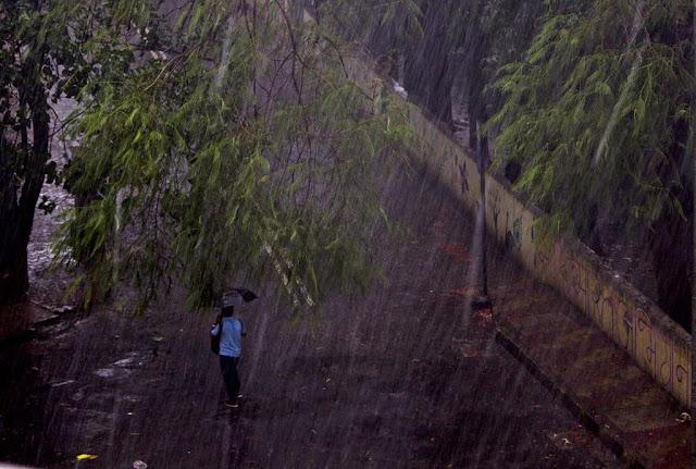 rains, heavy downpour, bandra east, mumbai, incredible india, windy,