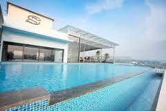 Nyamannya Grand Sovia Hotel dengan Pemandangan Rooftop Pool