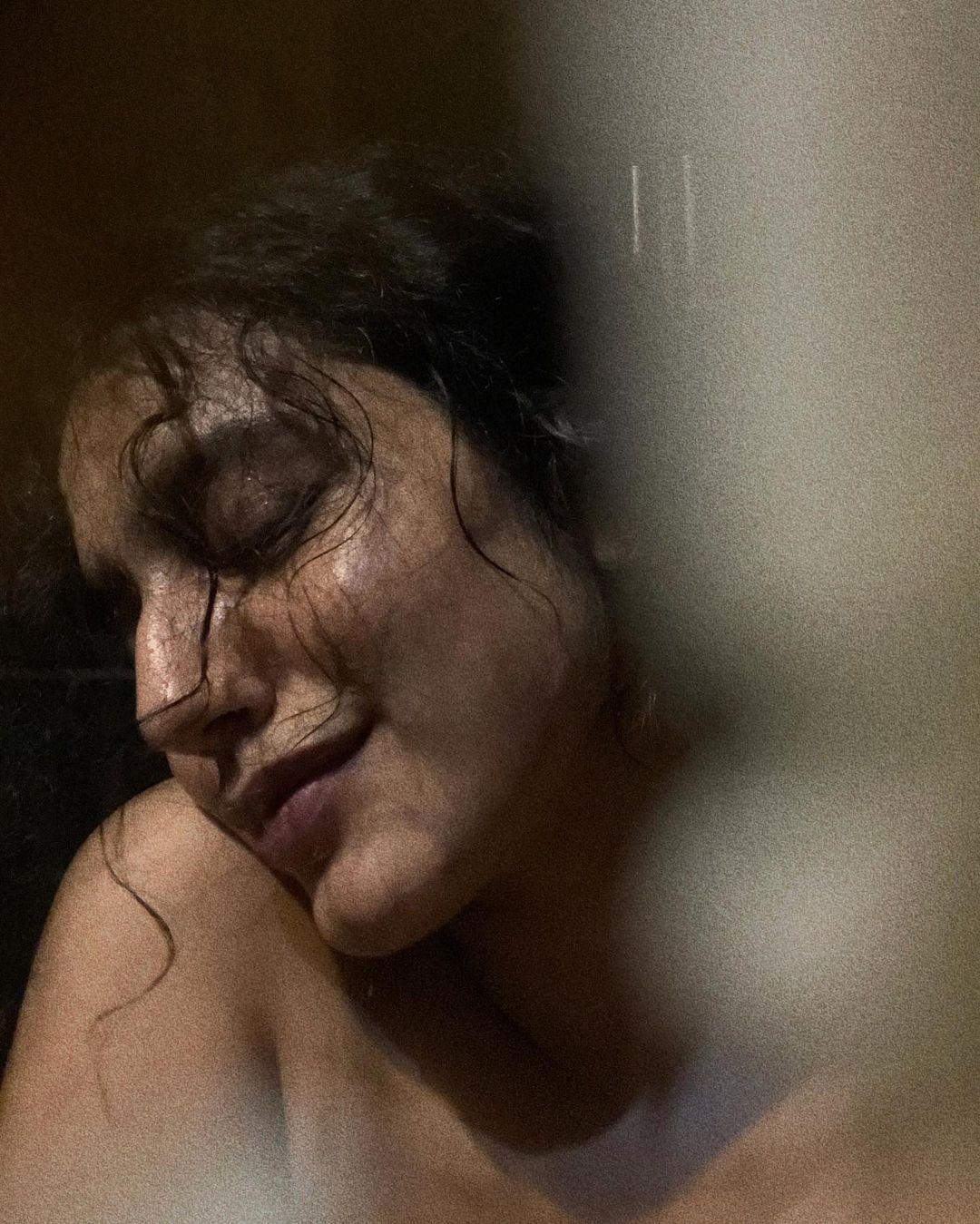 Priya Prakash Varrier Latest Pics, Priya Prakash Varrier bathroom selfies, Priya Prakash Varrier hot selfies