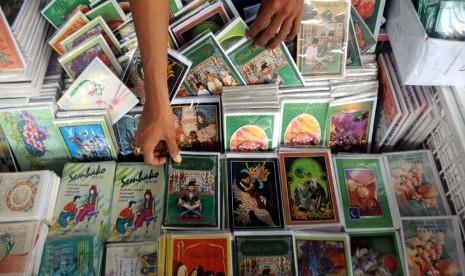 Masyarakat cenderung masih menyukai berkirim kartu lebaran daripada kartu lenaran online.  Gambar dari /www.fimela.com