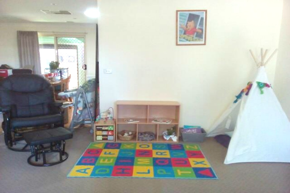 http://squigglesandbubbles.blogspot.com.au/2017/01/a-playspace-for-3month-old.html