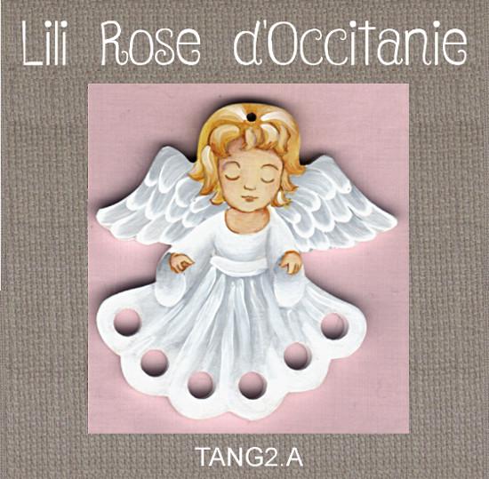 """Tri-fils bois peint """"Petit Ange en robe blanche"""". Broderie et point de croix"""