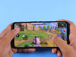 Showing a game with simulated analog stick and buttons.