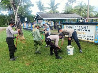 HUT Bhayangkara ke 74, Polsek Singkep Barat Gelar Aksi Bersih bersih Rumah Ibadah