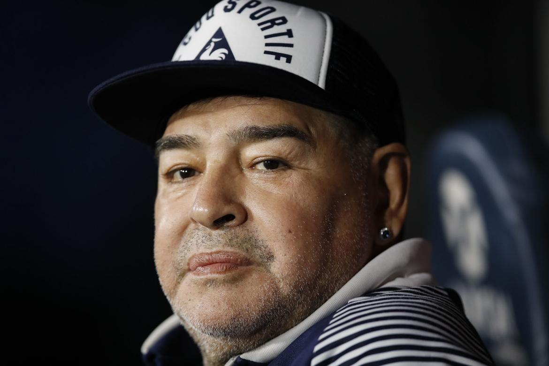 """La junta médica entrega a la justicia el informe médico sobre la muerte de Maradona: """"Tenía chances de sobrevida"""""""