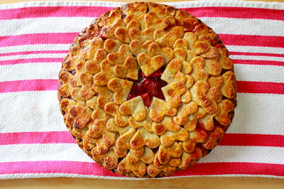 recipe strawberry heart pie, creative idea