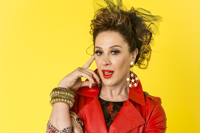 Claudia Raia - A Lidiane em Verão 90 rouba a cena sendo ela mesma