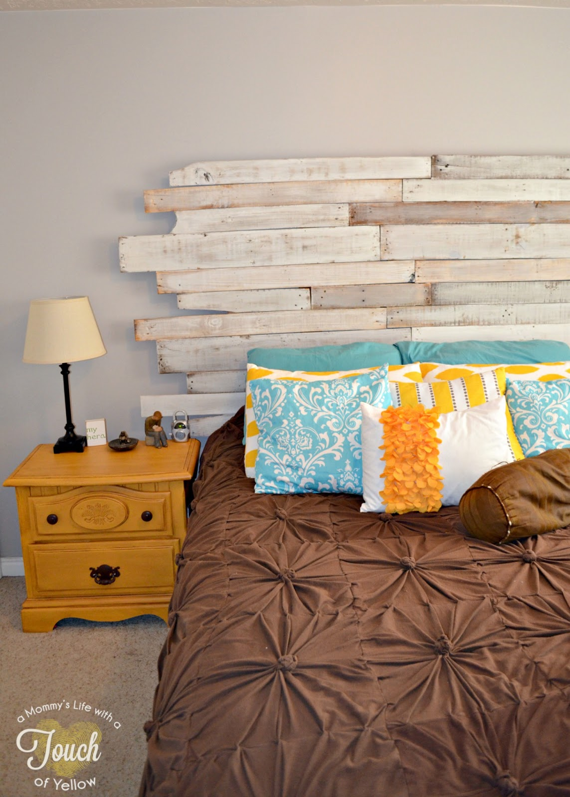 A Mommy S Life With A Touch Of Yellow Diy Pallet