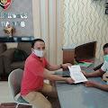 Direktur LOGIS NTB Serahkan Bukti Baru Kasus PLTU Jeranjang  ke Polda