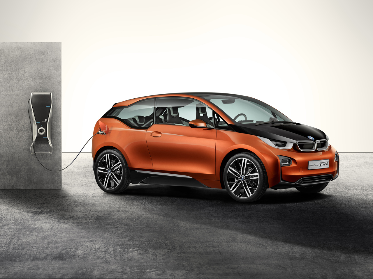 Bmw To Offer Ev Customers At Home Fast Charging Systems Perks
