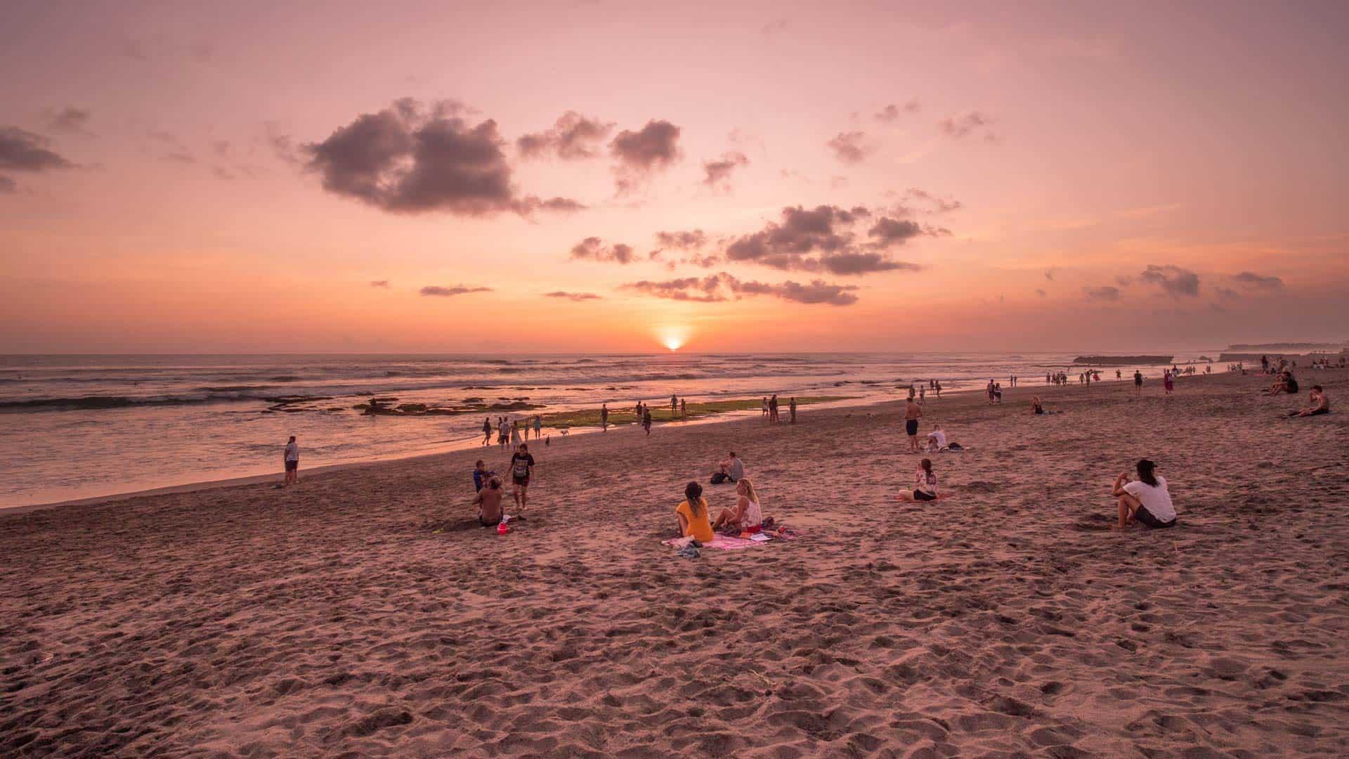 Пляж Бату-Болонг на Бали в Индонезии