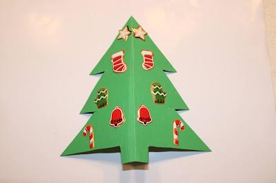 Postal em forma de Árvore de Natal, decorado com autocolantes