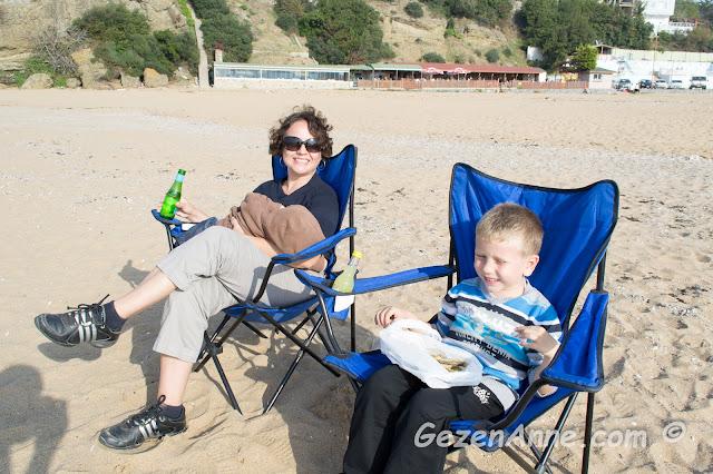 plajda yaptığımız balıklı, tatlılı mini piknik, Riva