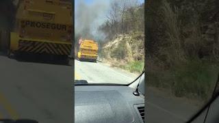 Carro-forte sofre pane elétrica e incendeia em rodovia estadual na PB; veja vídeo