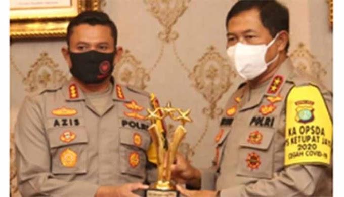 Kapolrestro Depok Raih Penghargaan Polisi Selebriti Award 2020