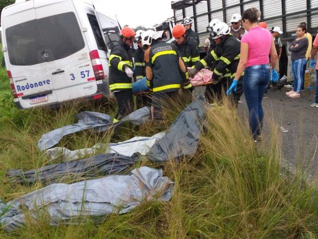 acidente-oito-mortos-feira-de-santana-sao-goncalo-bahia2